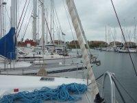 Marina de Shelter Bay - on prépare la traversée (les amarres prévues pour le passage sont prêtes sur les trampolines)