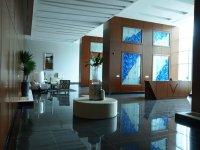 Tous ces buildings de luxe ont un hall d'accueil avec gardien