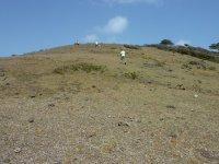 Du sommet, nous pouvons voir les 2 baies qui s'opposent de chaque coté de l'île...