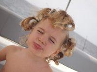 Quand maman s'amuse avec mes cheveux...