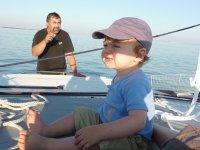 Luka, sous l'œil attentif de papa