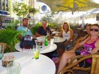 En terrasse avec nos amis d'Alliance : Marie, Olivier, Thomas et Florian