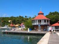 La jolie petite marina Port-Louis toute neuve