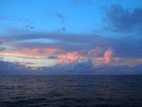 Voici, sur les photos qui suivent, comme le ciel peut nous apparaître différent chaque soir...