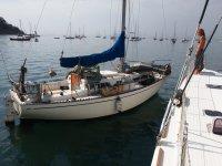 Ce bateau, dont l'ancrage est équipé d'une corde pour prolonger sa chaine, ne tourne pas du tout comme les autres...