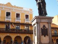 Statue du conquistador Pedro de Hérédia - fondateur de la ville en 1533.
