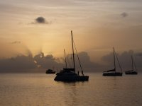 Coucher de soleil paisible dans la baie