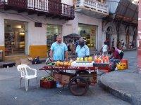 Marchand de fruits en batonnets