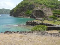 Partis en excursion à pieds, on aperçoit Coco d'îles sur la gauche et Thomas à droite.