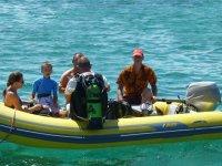 Nous faisons 2 groupes de plongée bouteille. Cette fois, c'est Bruno qui nous emmène au bout du lagon ce sorte qu'on puisse se laisser porter par le courant jusqu'à Coco d'îles.