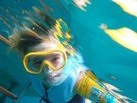Premier vrai snorkelling pour Loann... cf article sur Petit Névis